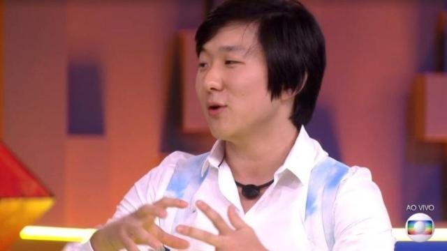 Pyong vai hipnotizar seguidores ao vivo para entreter durante isolamento