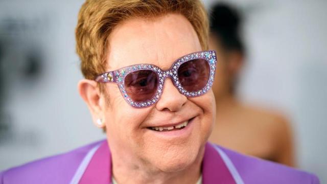 Elton John celebra su 73 cumpleaños