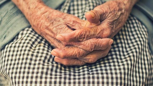 La lista de la compra de una señora mayor llega a los 4.600 'Me gusta' en Twitter