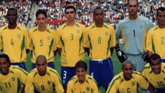 A seleção brasileira de futebol possui 5 títulos mundiais