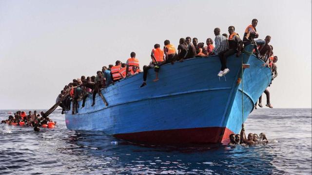 Brindisi, arrivo di nuovi migranti egiziani con le mascherine chirurgiche