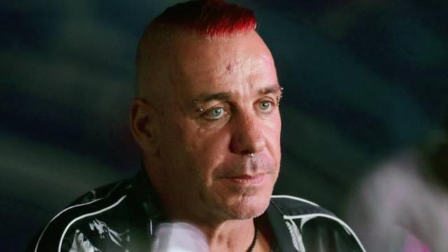 Till Lindemann positivo al coronavirus, il cantante dei Rammstein in terapia intensiva