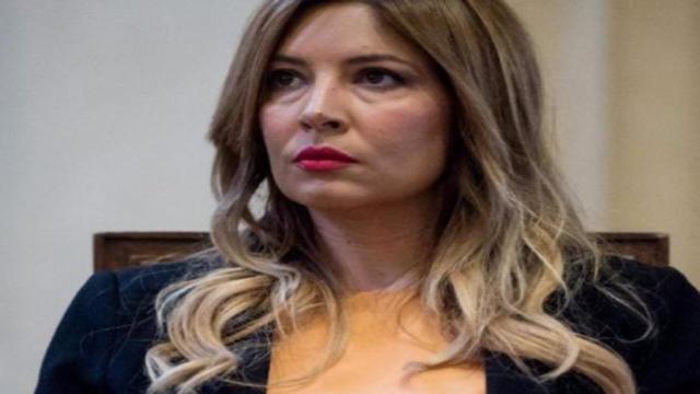 GF Vip, la Lucarelli attacca Mediaset: 'rischioso non interrompere il reality'