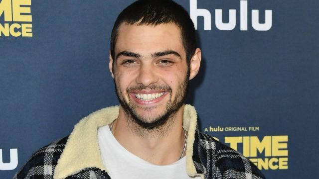 Em quarentena, Noah Centineo compartilha número de celular para conversar com fãs