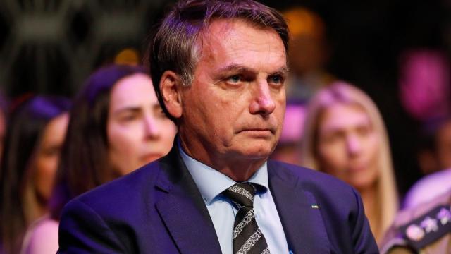 Coronavírus: Bolsonaro libera igrejas da quarentena