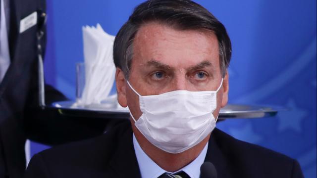 COVID-19: Bolsonaro diz que lotéricas não correm riscos pois os vidros são blindadados