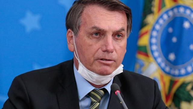Bolsonaro afirma que COVID-19 não passará em lotéricas devido ao vidro blindado