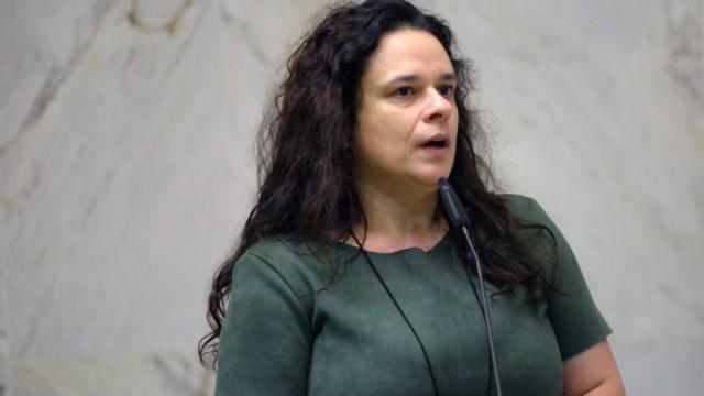 Ao criticar o governo, Janaína Paschoal diz que família de Bolsonaro é