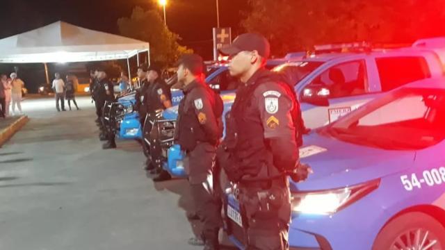 Profissionais da saúde são homenageados por policiais militares no Rio de Janeiro