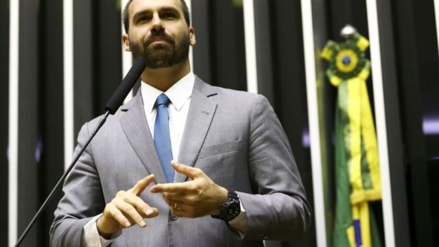 'BBB20': Eduardo Bolsonaro declara sua torcida por Prior e chama Manu de 'esquerdista'