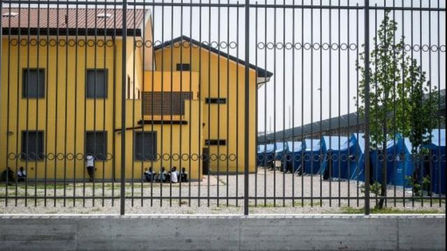 Coronavirus Milano: un focolaio di 9 persone, all'interno di un centro di accoglienza
