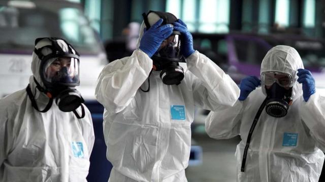 Coronavirus: il virologo Crisanti spiega che bisogna attendere per uscire dalla pandemia
