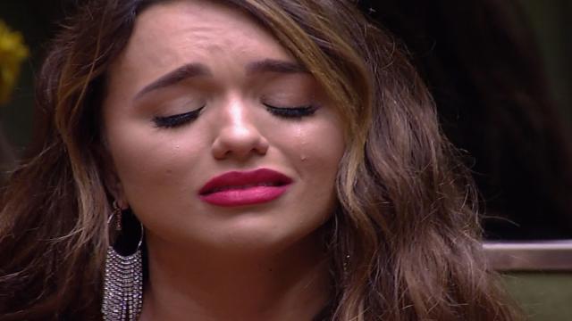 Rafa Kalimann é acusada por ex-amiga de fazer três abortos durante namoro com cantor