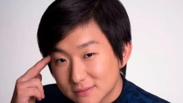 Pyong Lee festeja saída de Prior do bbb em live com 175 mil espectadores