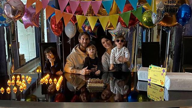Con su mujer Pilar y sus hijo celebró su 34 cumpleaños Sergio Ramos