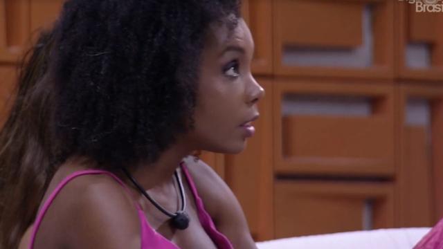 'BBB20': Thelma ouve desabafo de Babu após saída do amigo