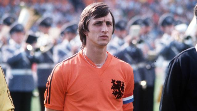 Tributo a Cruyff, Eurosport compone la 'top 11 del calcio totale': c'è anche Maldini