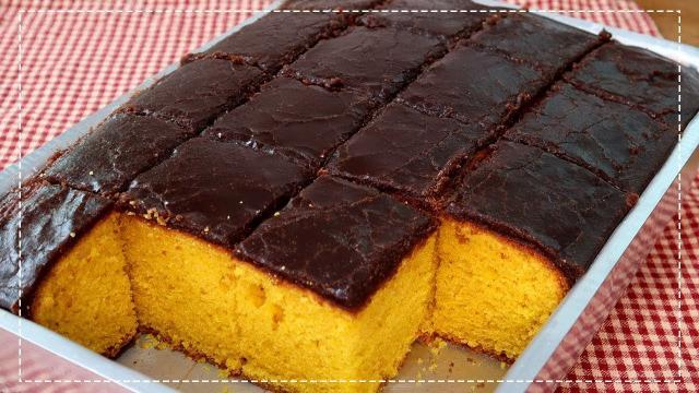 Em dias de isolamento, bolo de cenoura com chocolate é um ótima opção