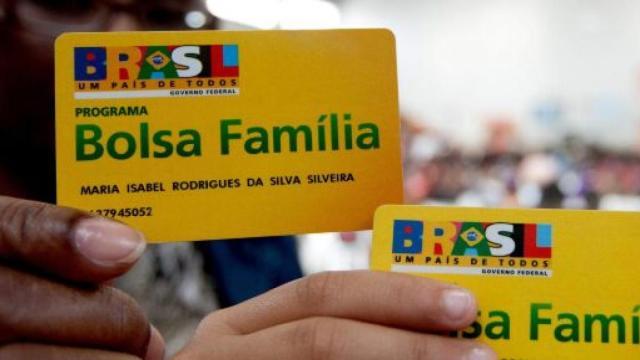 Auxílio de R$ 600 serão pagos primeiro a beneficiários do Bolsa Família