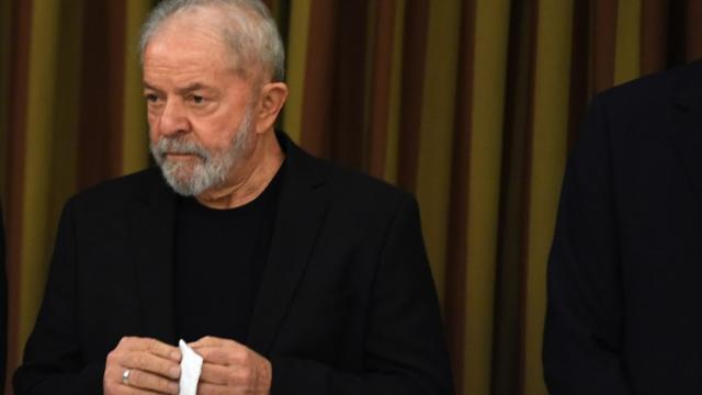 Lula critica presidente e pede