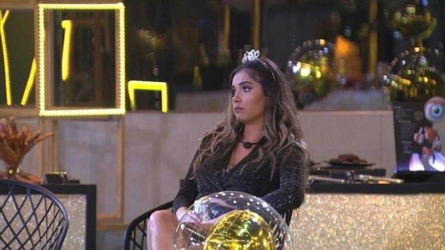 'BBB20': Gizelly começa a chorar durante show de Maiara e Maraisa