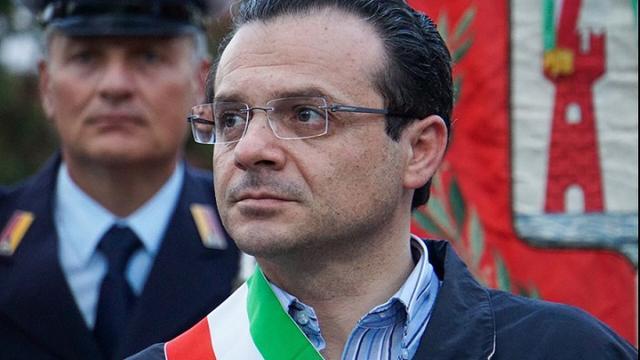 Coronavirus: il sindaco De Luca per aiutare le famiglie, approva la 'Family Card'