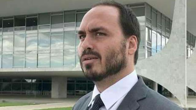 FIlho de Bolsonaro ataca adversários e chama de 'papel higiênico' da esquerda