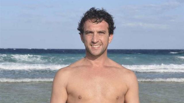 Supervivientes: Antonio Pavón es evacuado por el equipo médico por una hernia