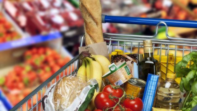 La spesa da fare per stare tanto tempo in casa, cinque prodotti ideali