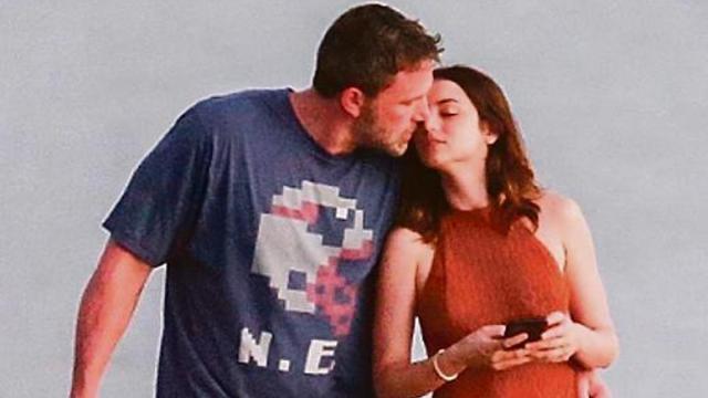 Ben Affleck y Ana de Armas confirman su noviazgo con besos y caricias