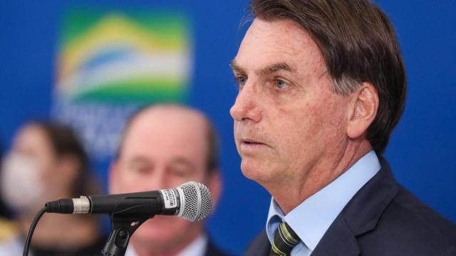 Bolsonaro afirma que tomará medidas caso não tenha volta a emprego na próxima semana