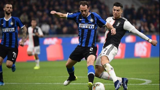 Calciomercato Inter: Conte avrebbe dato il consenso alla cessione di Godin