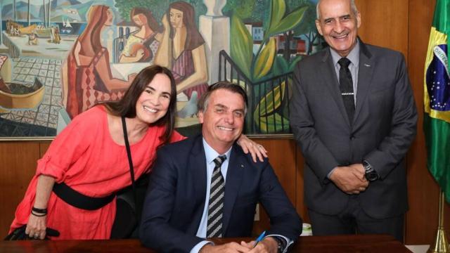 Regina Duarte apoia o presidente e Júlia Lemmertz pergunta capacidade de discernimento