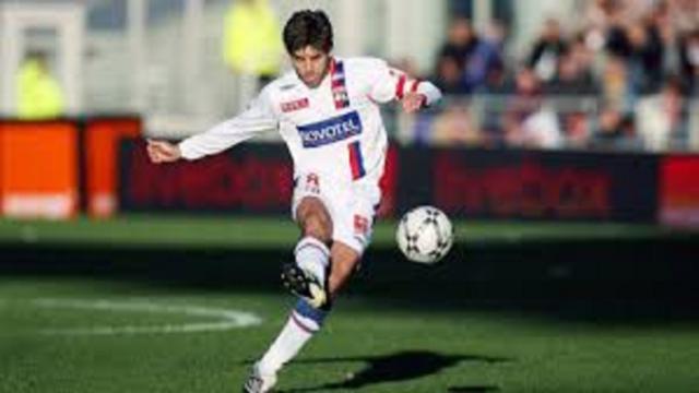 Juninho élu meilleur tireur de coup franc de l'histoire