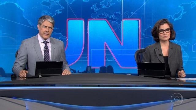 Jornalista assiste 'Fofocalizando' em reportagem para o 'Jornal Nacional'