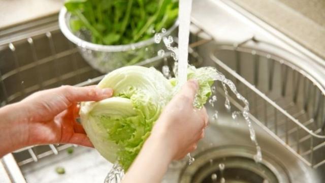 No hay pruebas de que desinfectar alimentos que se compran y la ropa, prevenga el Covid-19