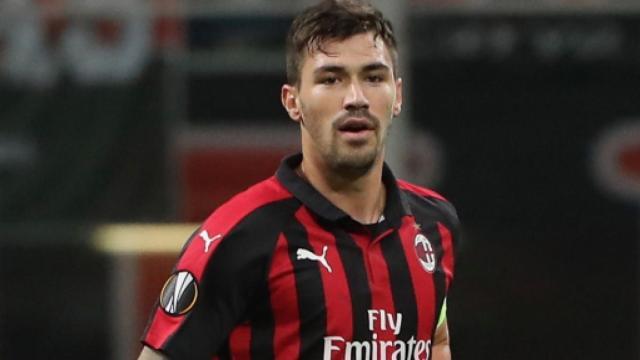 Milan, Romagnoli potrebbe finire al Barca in cambio di Rakitic più soldi