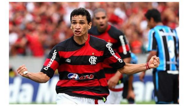 Cinco jogadores campeões brasileiro pelo Flamengo em 2009 nos dias de hoje