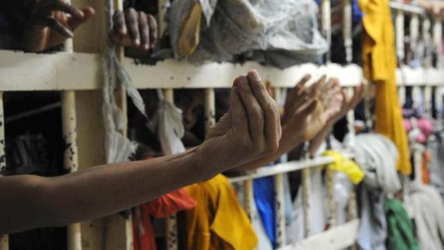 Em carta detento de penitenciária relata fome, 'sarna humana' e humilhação