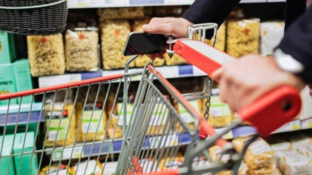 Los supermercados abrirán con regulación de horarios en Semana Santa