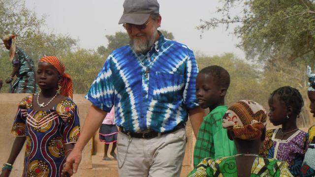 Niger, Padre Pier Luigi Maccalli e Nicola Chiacchio sono vivi: un video lo testimonia
