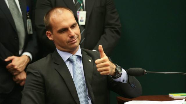 Covid-19: Eduardo Bolsonaro afirma que quarentena não deverá durar até final do mês