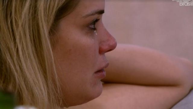 'BBB20': Marcela discute com Rafa e acaba chorando