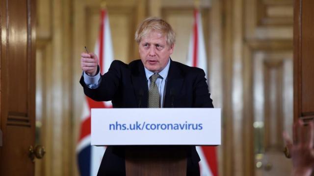 Covid-19, UK: il governo fa sapere che Johnson respira da una bombola di ossigeno