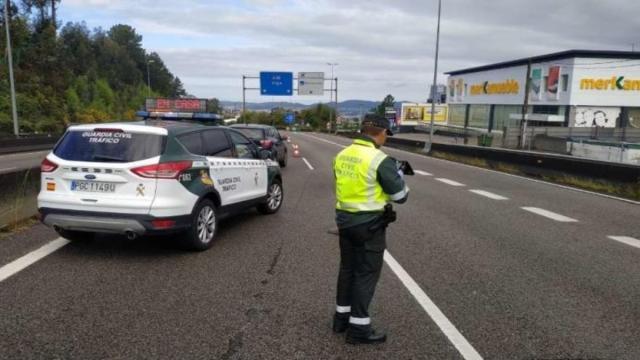 España por controles de tráfico presenta retenciones en las carreteras
