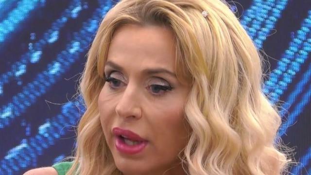 Gf Vip, Valeria Marini minaccia di ricorrere a vie legali contro Antonella Elia