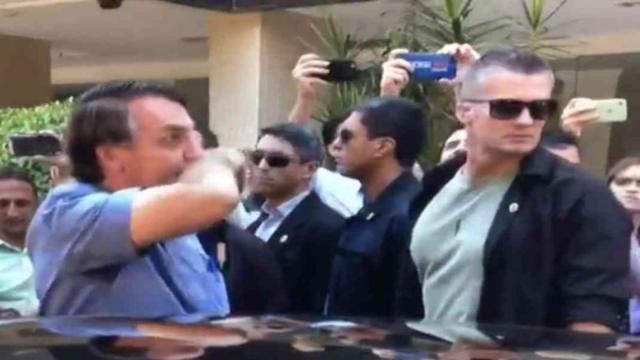 Bolsonaro descumpri quarentena e dispara: 'Fui fazer teste de gravidez'