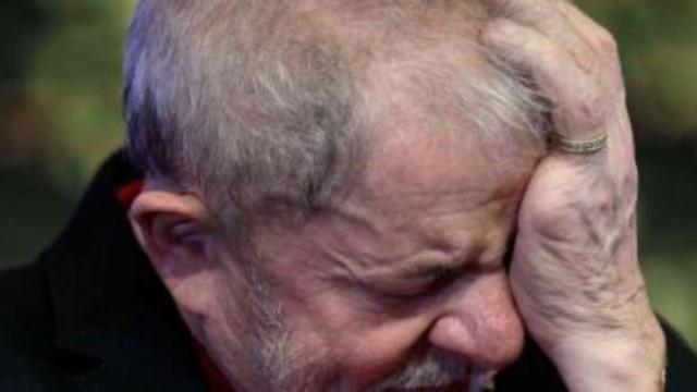 Carlos Bolsonaro cutuca Lula em discussão sobre 'fortuna oculta' de Dona Marisa