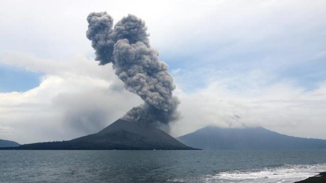 El volcán Krakatoa entro en erupción el pasado 10 de abril