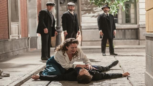 Una Vita, trame spagnole: Samuel spira tra le braccia della moglie